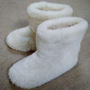 VICTORIA`s SECRET Sheepskin Shearling Boot Slipper